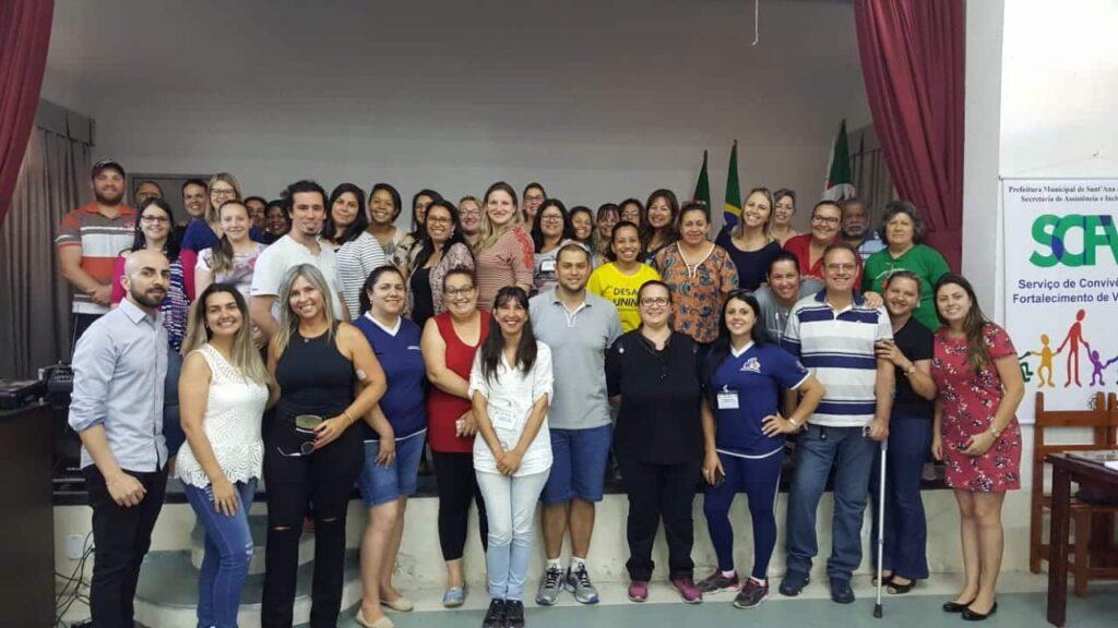 https://www.consultoriasquadra.com.br/blog/gestao-em-assistencia-social/curso-de-capacitacao-as-redes-de-protecao-social/